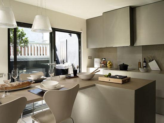 Colores pastel dan un tono de limpieza y orden a la cocina